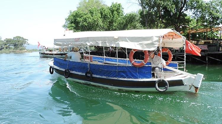 croisiere en bateau sur la riviere dalyan en turquie
