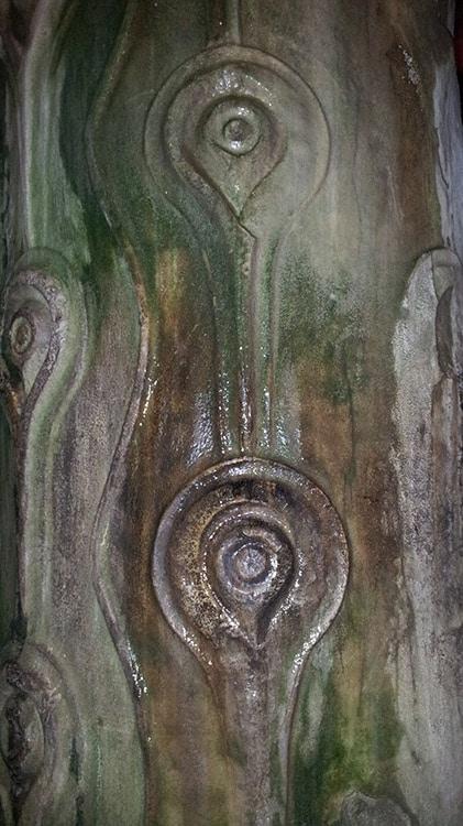 Colonne aux yeux de paon dans la Citerne Byzantine à Istanbul