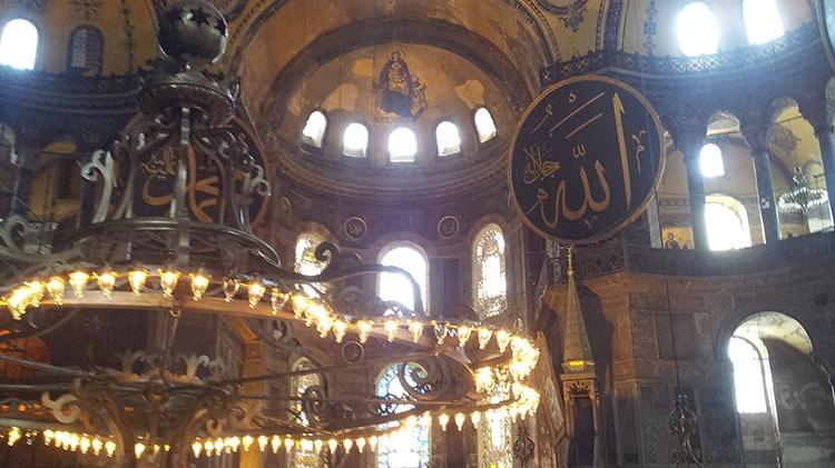 Nef de l'église byzantine Sainte-Sophie de Constantinople à Istanbul Turquie