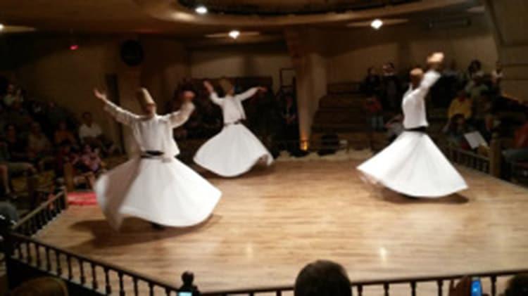 cérémonie des derviches tourneurs, le sema, dans un semahane d'Istanbul turquie