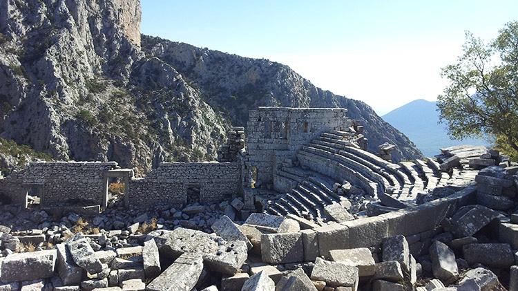 amphithéâtre de la cité antique de thermessos en Turquie