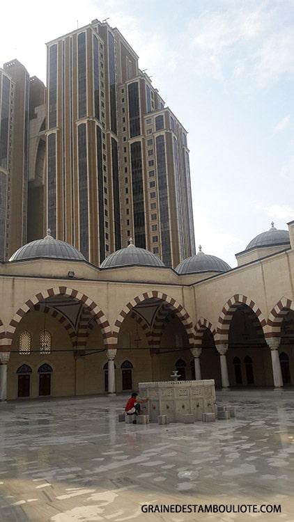 mosquée moderne mimar sinan asie istanbul turquie