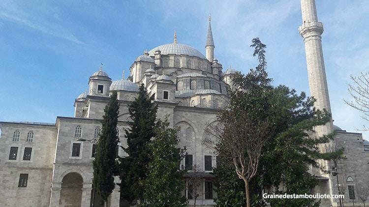 mosquée de mehmet II Fatih dit e conquérant à Istanbul sur l'emplacement de l'ancienne église des saints-apôtres et des tombeaux des empereurs byzantins