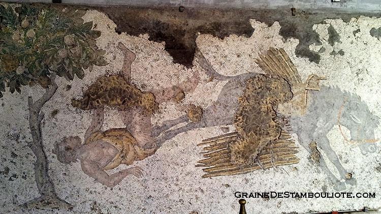 musée de la mosaïque du grand palais byzantin à constantinople, ancienne istanbul. représentant un homme qui tombe de son âne