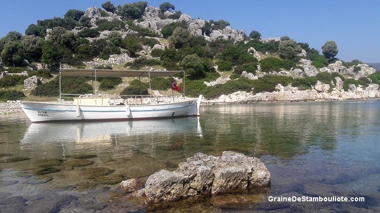plage de l'île de Kekova près de Kas sur la côte turquoise de méditerranée en Turquie