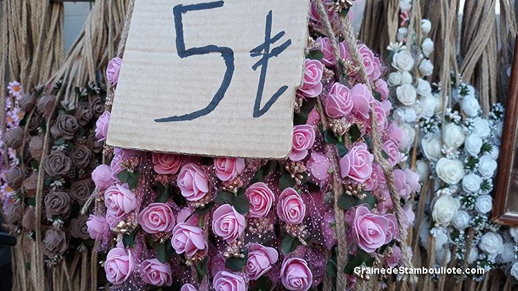 couronnes de fleurs en vente sur les îles aux Princes