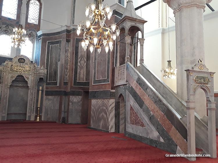 église du Pantocrator à Constantinople convertie en mosquée du Molla Zeyrek à Istanbul, vue des minbar et du mirhab
