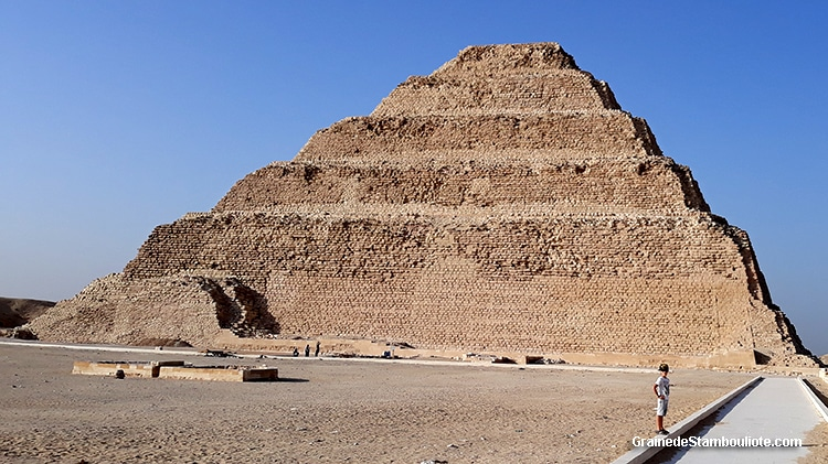 Pyramide à degrés du Pharaon Djoser construite par Imhotep, plateau de Saqqara, Le Caire, Egypte