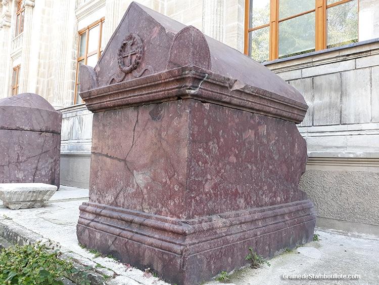 sarcophage en porphyre rouge, premiers empereurs byzantins de Constantinople, musée archéologique Istanbul